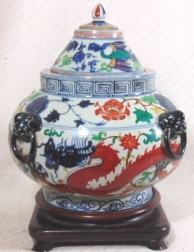RARE ANTIQUE HAND PAINTED CHINESE PORCELAIN DRAGON 3PC URN W/ STAND