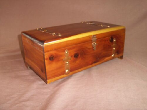 Donald F Duncan Wood Novelties Chicago Wooden Trinket Jewelry Box