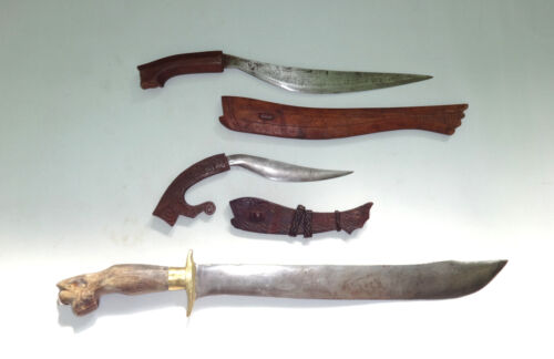 Philippines Kukri Dayak Sword Knife w/ Old Carved Wooden Sheath