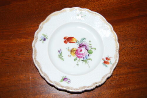 CARL THIEME DRESDEN 19 CENTURY HAND PAINTED FLOWERS MEDIUM CABINET OR WALL PLATE