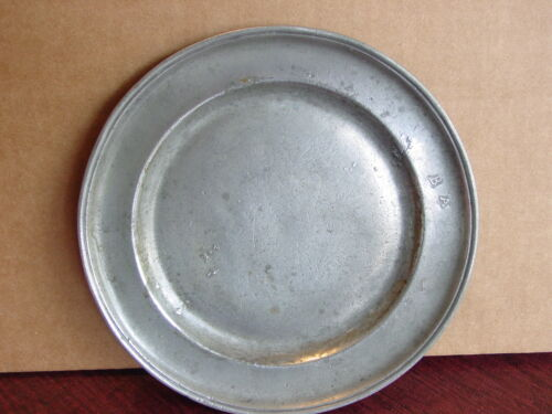 "ANTIQUE AMERICAN 18TH CENTURY PEWTER PLATE 8"" W/ MAKERS MARKS & OWNERS INITIALS"