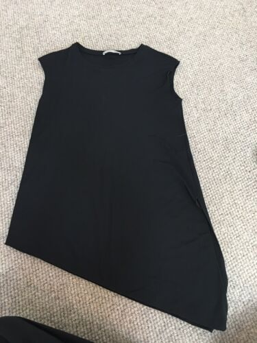 FEATHERS Women's Black Sleeveless Top Small New Without Tags