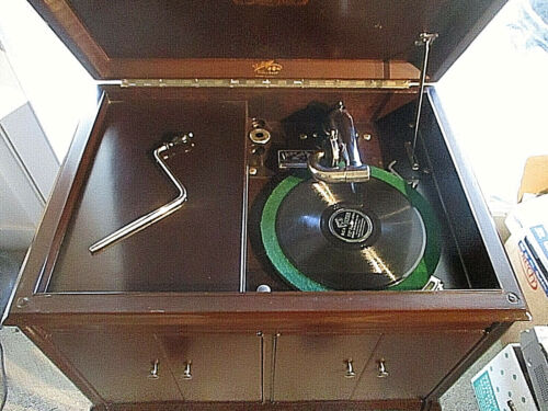 VICTOR VICTROLA RECORD PLAYER 1900s     RESTORED