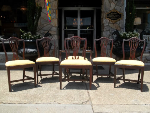 Fantastic set of six Hepplewhite Dining room chairs 20th century.