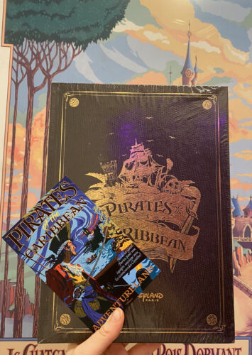 Livre Pirates Des Caraibes Disneyland Paris 50 Ans FR&EN Neuf Sealed SOLD OUT