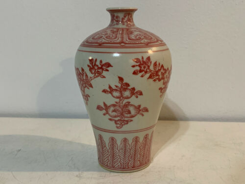 Chinese Porcelain Pink / Red Color Bud Vase w/ Floral Decoration Qianlong Mark