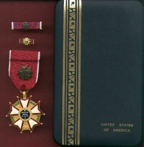 Legion of Merit Officer's rank medal with ribbon bar and  lapel pin in caseOther Militaria - 135