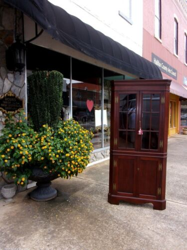Grand Mahogany Corner Cupboard Crafted By Craftique 20th century