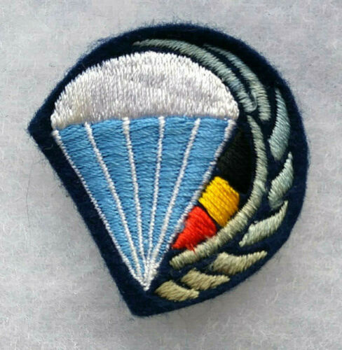 BELGIAN PARACHUTE JUMP BADGE IN CLOTH, BLUE, WHITE, BLACK, & YELLOW WITH BLUEOriginal Period Items - 156451