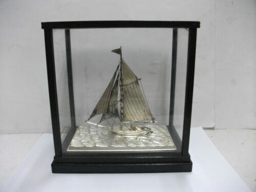 The sailboat of Sterling Silver of Japan. #42g/ 1.48oz. junk products