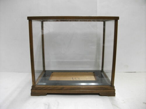 Glass cases(Display Cases)of the wooden frame. Japanese Antique.