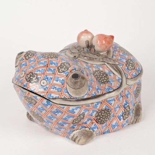 LARGE CHINESE TOAD FORM PORCELAIN BOX, TUREEN WITH PEACH FORM HANDLE