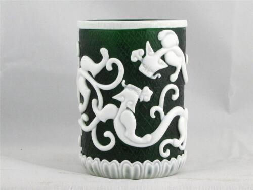 BEAUTIFUL VINTAGE CHINESE GREEN PEKING GLASS BRUSH POT QIANLONG PERIOD MARK