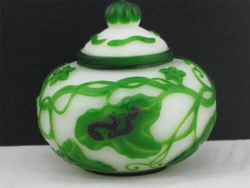 VINTAGE WHITE CHINESE PEKING GLASS JAR W/ GREEN OVERLAY OF WORMS, LEAVES & VINES