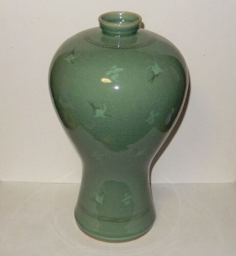 LARGE CELADON CRANE GREEN GLAZED CERAMIC POTTERY KOREAN VASE SIGNED BY THE MAKER