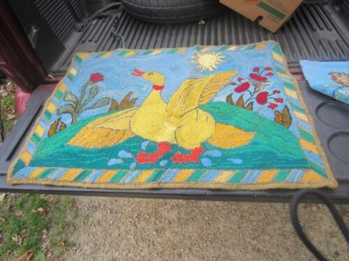 VINTAGE HAND HOOKED RUG DUCK IN SUN WITH FLOWERS