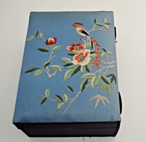 STUNNING VINTAGE CHINESE HAND EMBROIDERED SILK JEWELRY BOX SS515