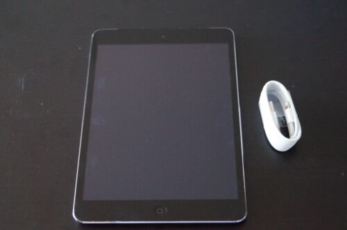 Apple iPad 2 16GB, Wi-Fi + 3G, 9.7in - Black Tablet - 8/10 VERY GOOD CONDITION