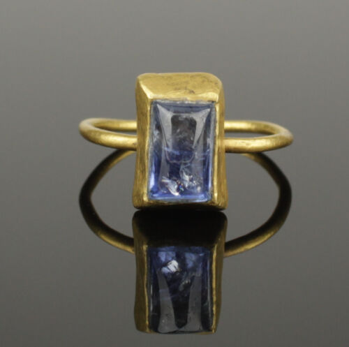 MEDIEVAL GOLD & SAPPHIRE RING - CIRCA 14TH/15TH C AD