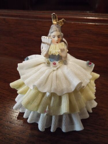 GERMAN DRESDEN LACE SITTING LADY GIRL FIGURINE WITH FAN & YELLOW DRESS NR
