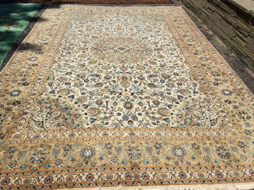 Antique Oriental Rug - Kashan 10x15 - white- hand woven - wool