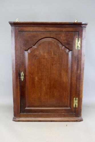A VERY RARE LATE 17TH C ENGLISH WILLIAM AND MARY PERIOD HANGING CORNER CUPBOARD