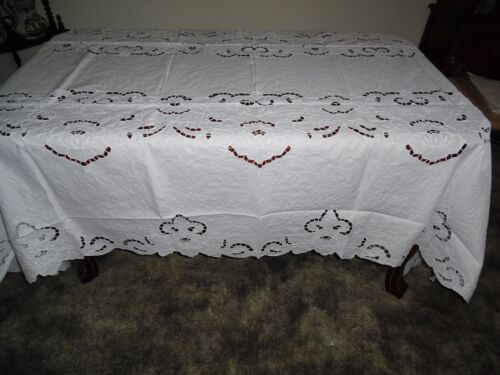 72 x 126 Oval Linen Tablecloth with Cutwork, Embroidery. 12 Napkins-328