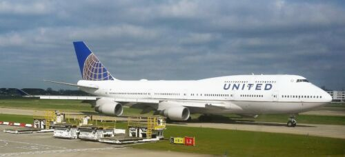 New DARON REALTOY RT6264 United Airlines Boeing 747 Reg# N175UA 1//475 Diecast