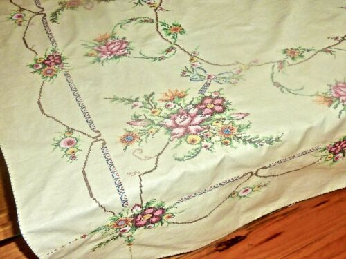 STUNNING ECRU LINEN HAND EMBROIDERED TABLECLOTH ROSES W / 6 NAPKINS UNUSED 1960S