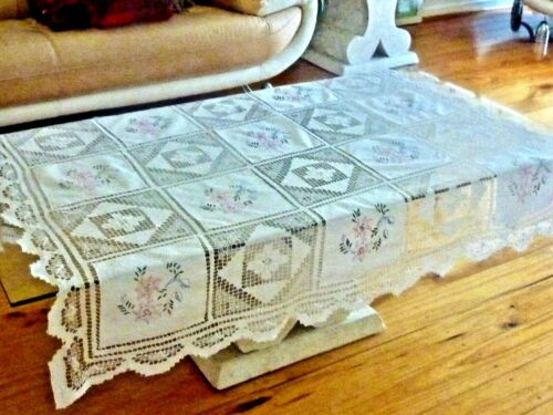 GORGEOUS VINTAGE HAND CRAFTED WHITE COTTON TABLECLOTH BOBBIN LACE & EMBROIDERY