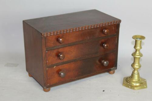 A RARE 19TH C SALESMAN'S SAMPLE NEW YORK 3 DRAWER TABLE CHEST IN FANCY VENEER