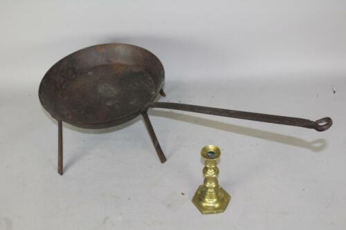 RARE 18TH C WROUGHT IRON TALL FOOTED SKILLET-SPIDER WITH LONG HANDLE OLD SURFACE