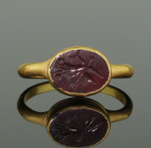 ANCIENT ROMAN GOLD INTAGLIO RING WITH DOLPHIN & TRIDENT- 2nd Century AD  (098)