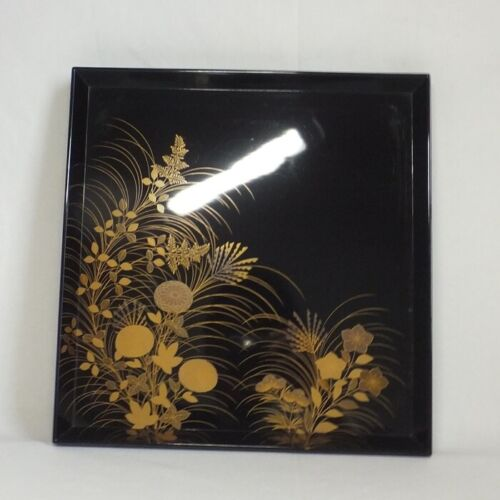 D134: Japanese real old lacquer ware dinner tray with very good MAKIE of flower