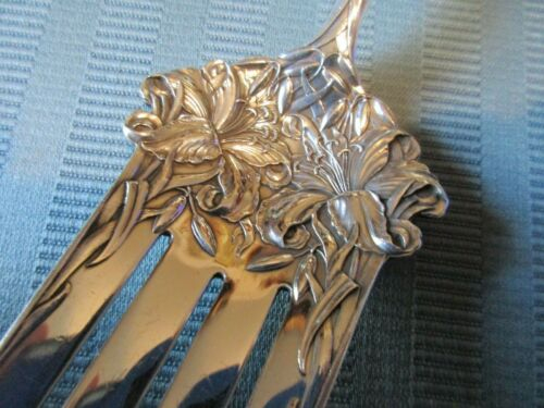 DURGIN NEW ART 1900 Cold MEAT FORK STERLING SILVER .925 Serving Easter LILY Mono