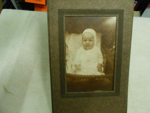 VICTORIAN CUTE LITTLE BABY WITH BONNET PHOTO STAND UP PHOTO