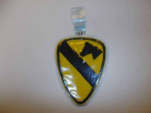 b5095 Vietnam US Army Pocket Hanger 1st Cavalry Division black boarder IR7AReproductions - 156445