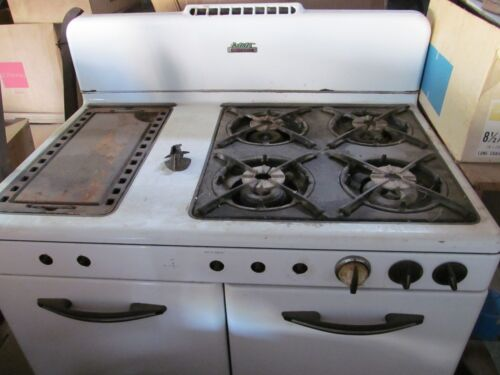 Vintage Gas Kitchen Stove White Double Oven Estate Heatrola Bar-B-Kwer