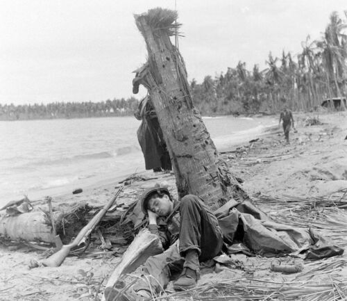 WW2 Photo WWII US Soldier Sleeping on Beach  New Guinea  World War Two /1441United States - 156437