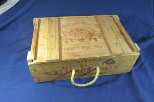 Vintage wine box antiques us for Where can i find old wine crates