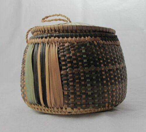 African Baskets With Lids: African Baskets