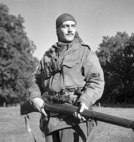 WWII B&W Photo Canadian Sniper Enfield Rifle SMLE  WW2 World War Two  / 1106Canada - 156429