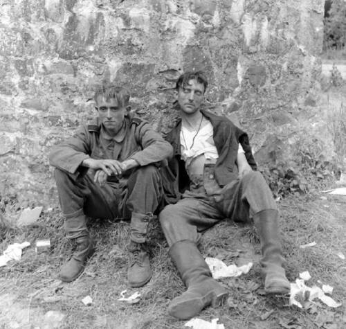 WW2  Photo WWII Wounded German Soldiers D-Day   World War Two Wehrmacht / 2426Germany - 156432