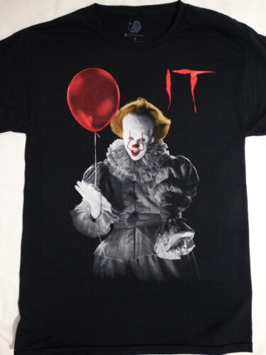 It The Movie Pennywise The Clown Holding Balloon T-Shirt