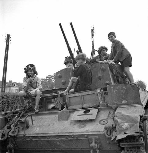 WW2 Photo WWII  French Children Canadian AA Tank France 1944 World War Two/ 3139Canada - 156429