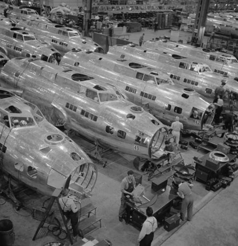 WW2 Photo WWII Boeing  B-17 Flying Fortress Assembly Seattle World War Two/ 5340