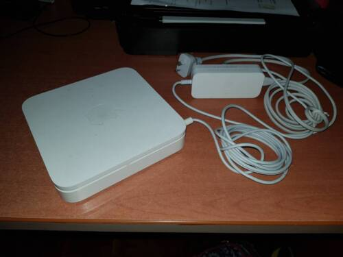 Apple Airport Extreme (BRAND NEW NEVER USED)(SELLING CHEAP) MESSAGE ME FOR MORE