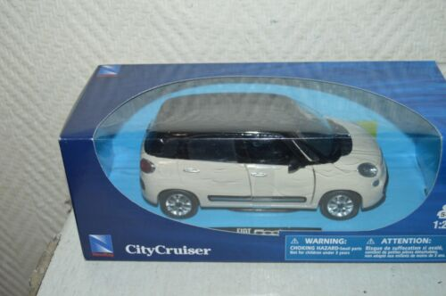 VOITURE NEW RAY CITY CRUISER FIAT 500 L  DIE-CAST NEUF  1/24 CAR/COCHE BLANC
