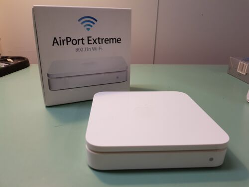 Apple AirPort Extreme 802.11n Wi-Fi (White) - Good Condition
