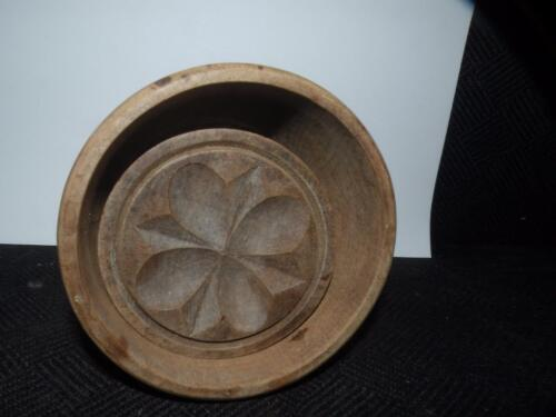 "ANTIQUE PRIMITIVE  WOODEN BUTTER MOLD FLORAL DESIGN APPX. 4"" D"